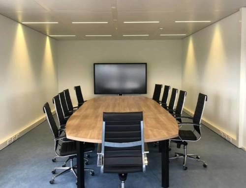 86″ Touchscreen elektrisch in hoogte te stellen voor presentatie en videoconferencing